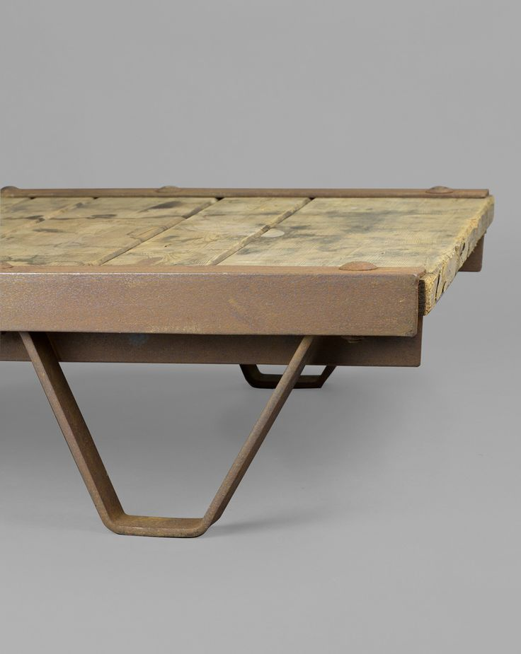 'Small Pallet Table' #blomandblom #lighting #lamps #amsterdam #interiordesign #industrial #interior #design #furniture #clock