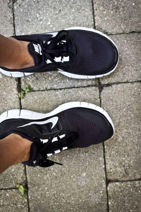 Shoes: nike black white