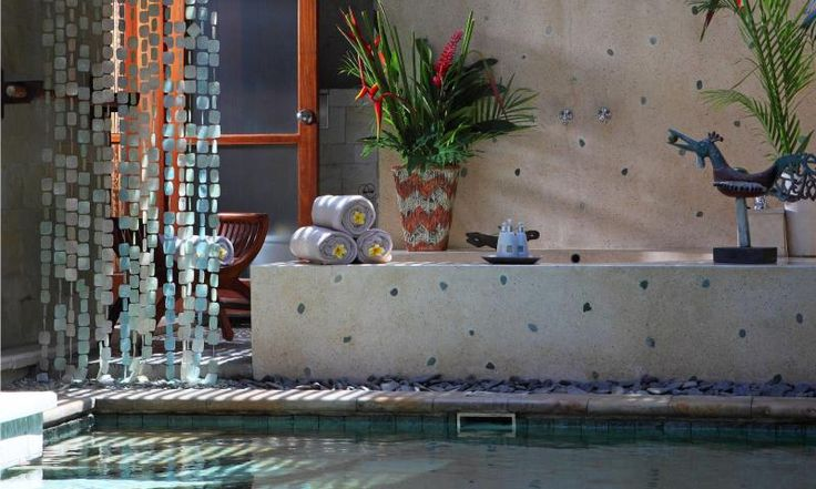 lux II bath pool suite villa