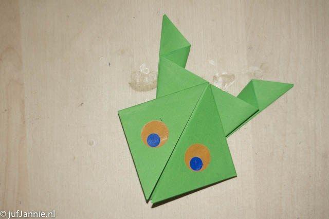 Kikker vouwen - knutselen - Juf Jannie apps voor kinderen. Origami. Knutselen met kinderen. Thema dieren, tuin, lente
