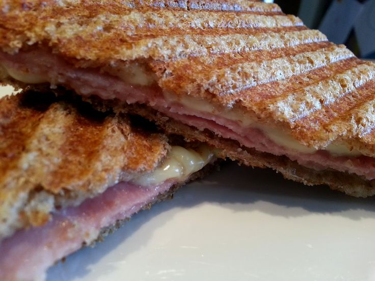 I was craving a toasted sandwich, so thought i would test out making one with the butter frylight and low fat cheese.   I was surprising...