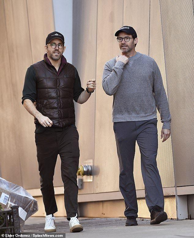 Christmas Eve Sport 2020 Ryan Reynolds and Hugh Jackman enjoy Christmas Eve stroll in NYC