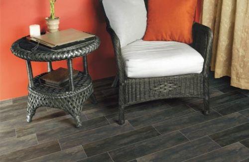 Gres porcellanato effetto legno. Formati disponibili 20x120 e 15x60 anche nella versione antislip per posa esterna o lappato e rettificato per un gusto più moderno