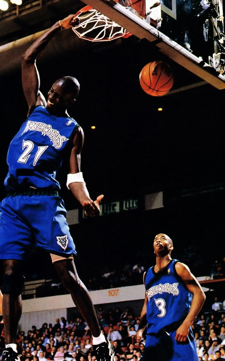 Marbury Looks On As Kg Finishes The Dunk