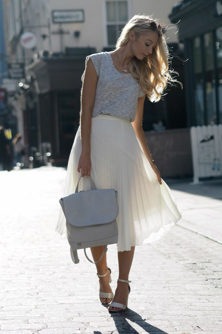 @FashionMumblr wears the pleated midi skirt to London Fashion Week - http://www.oasis-stores.com/pleated-midi-skirt/skirts/oasis/fcp-product/5438703?cm_sp=Social-_-Feature-_-Blogger-_-FashionMumblr