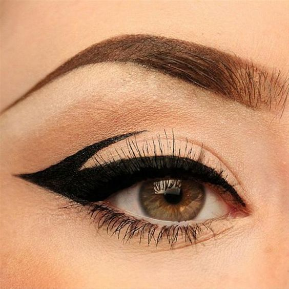We LOVE the graphic eyeliner trend mostly because it's bold and fun! Click the link in our bio for a blog post with more GRAPHIC EYELINER looks and some great tips on how to get the look. http://blog.pampadour.com/trend-alert-graphic-liner/ Love this take on it by @staytruesailor! She even posted a video on this using the @thekatvond tattoo liner.  @staytruesailor #pampadour #thekatvond #graphiceyeliner #liquidliner #eyelooks #batalash #trending #bbloggers #mua #hudabeauty: