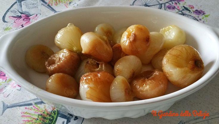 Le cipolline all'aceto di mele al micro, con aceto appunto di mele, possono essere un delizioso antipasto oltre che contorno per carne e pesce