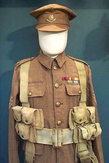 Uniform worn by the Worcestershire Regiment, 1914-18.
