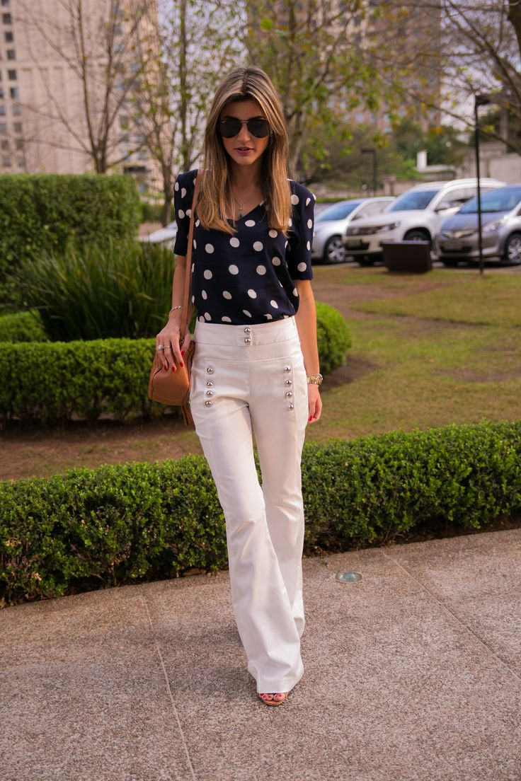 Look do dia Maria Rudge | Calça Flare e Blusa de Poá - Shop2gether