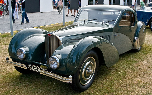 1937 Bugatti Type 57SC Atalante in the Cartier Style et Luxe at Goodwood FoS 2009