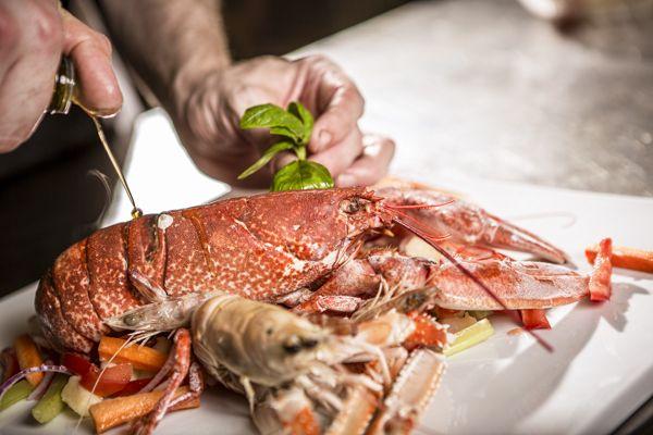 Ristorante La Veneziana un ambiente davvero raffinato ma sobrio. Carta dei vini eccezionale e menù ricco e vario. Consigliatissimo il pesce.