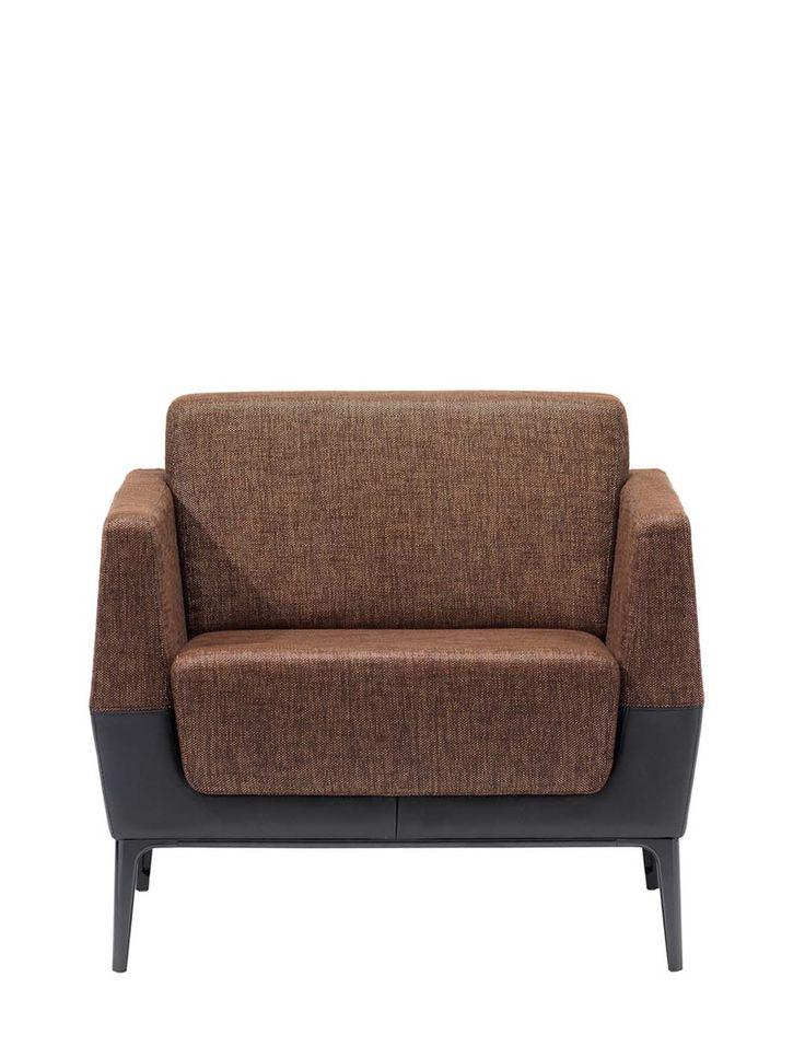 Coalesse Visalia Lounge fåtölj är enelegant fåtölj med noggranna designdetaljer. Köp den hos Selected Pieces by Lindelöf!