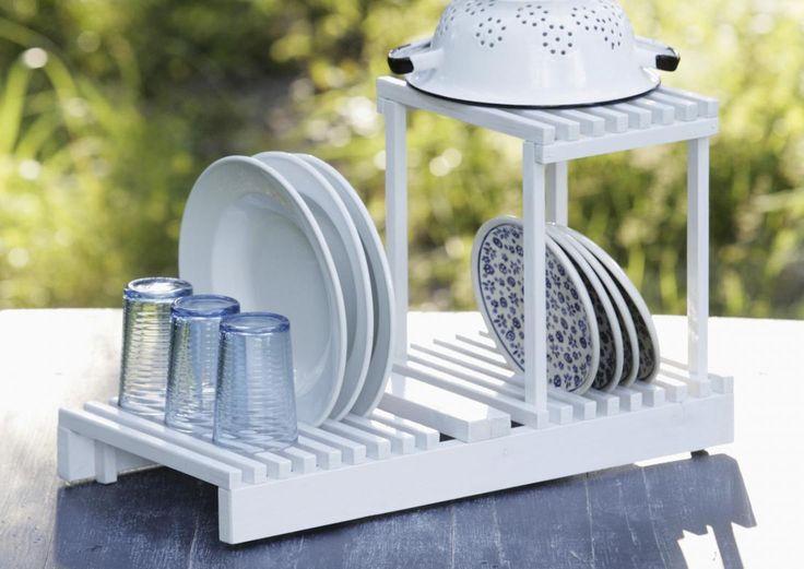 Mökin kesätiskit kuivuvat ulkona hetkessä. Katso Meidän Mökin ohjeet ja tee itse kätevä astiankuivausteline listanpätkistä!