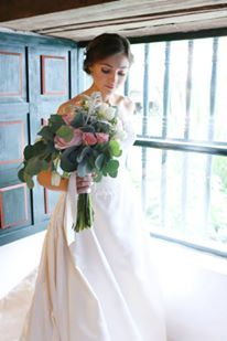 Matrimonio  Hacienda los Laureles, Colombia, Ramo en rosas de jardín, eucalipto, rosas mini y suculentas