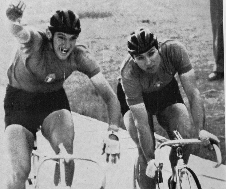 Giochi Olimpici di Tokyo 1964. Vanni Pettenella (1943-2010) supera nella finale della velocità Sergio Bianchetto (1939)