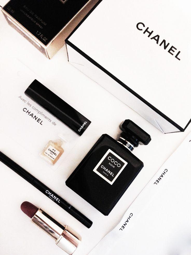 Chanel-Coco-Noir-Parfum-Flatlay
