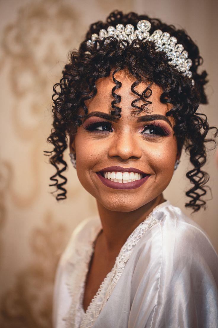 Pin de Claudia Natera Obispo em Fotografias   Engagement   Casamento   Wedding   Penteado de noiva para cabelo cacheado, Noiva cabelo cacheado, Penteado casamento