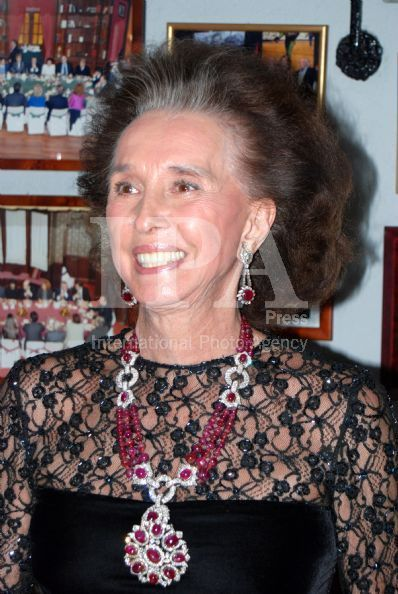 Ruby ​​and diamond necklace with matching earrings from the 1970s and whose value is estimated at between 15,000 and 20,000 dollars (10,500 to 14,000 euros). From the splendid jewelry collection of Marie Aline Griffith, Countess Dowager agent Romanones and U.S. secret services in Madrid during the Second World War. Auctioned by the firm Sotheby's in Geneva.