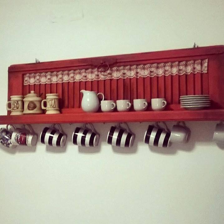 Repisas color tomate con detalle de puntillas y ganchos - Ganchos para colgar ...
