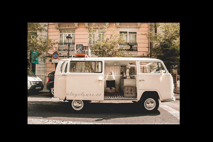 Una furgoneta blanca
