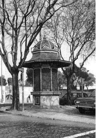 Fotos antigas de quiosques, no Chiado