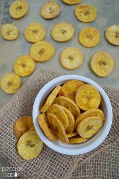 Cómo hacer chips caseras de plátano macho   http://www.pizcadesabor.com/2014/02/19/como-hacer-chips-caseras-de-platano-macho/