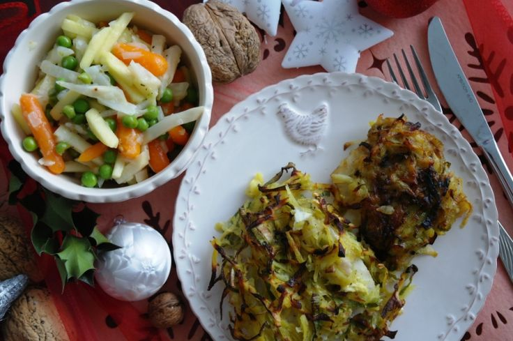 Vánoční salát s jablky...Zelenina je známá svou pestrobarevností a využitím zejména v kuchyni. Samozřejmě, zelenina má mnoho prospěšných minerálních látek, vitamínů, avšak méně cukru a skoro žádné kyseliny.