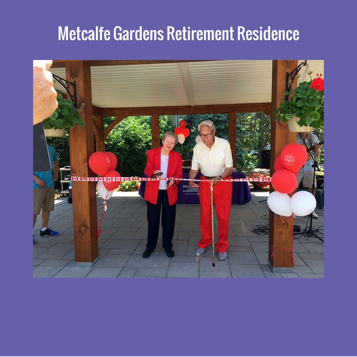 Residents at Metcalfe Gardens enjoy a beautiful afternoon of entertainment, strawberries and fun during the Ribbon Cutting Ceremony of our new pavilion!
