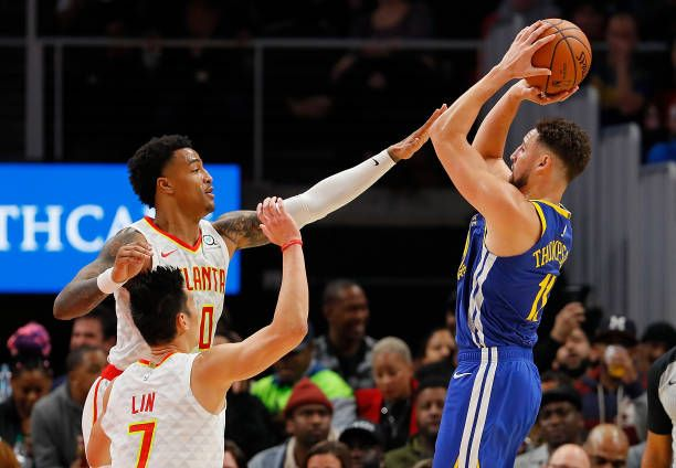 reputable site a3853 96124 Klay Thompson of the Golden State Warriors shoots against ...