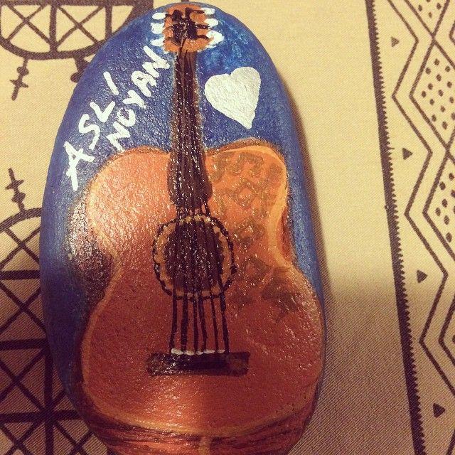 6.yıl dönümü özel tas boyama 🙈#kişiyeözel#gitar#klasik#aslınoyan