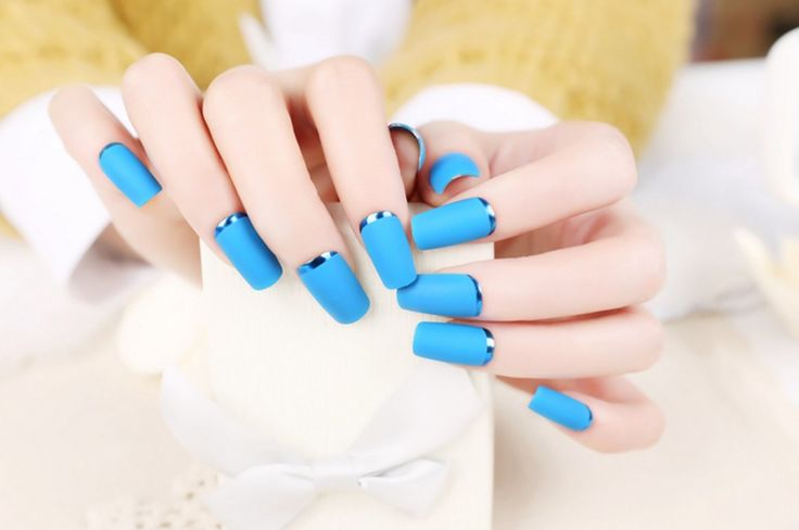24Pcs French Manicure Fake Nails Decorated False Nails With Glue Faux Ongles Metallic Blue Nail Tips Sexy Lady Manicure Tools