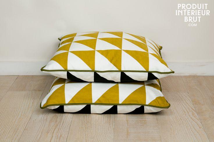 100% coton bio à triangles jaunes d'un côté et noirs de l'autre