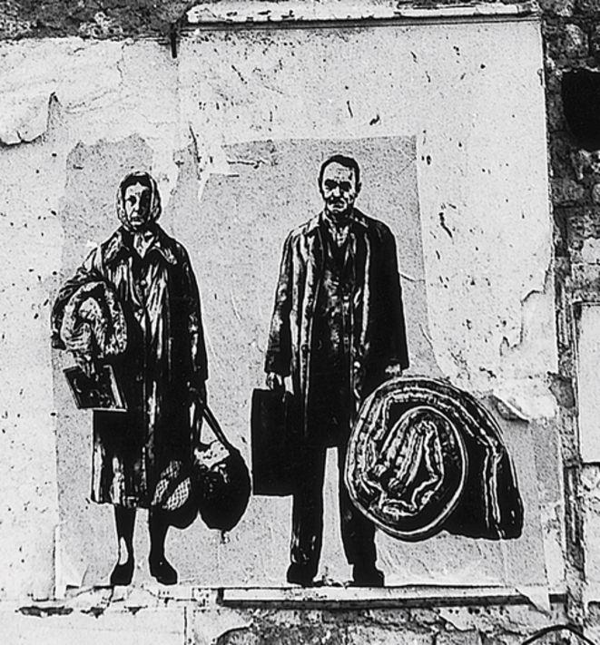 En 1978, un thème hante Ernest Pignon-Ernest : les expulsés, en particulier dans le quartier Montparnasse, à Paris, victimes de la spéculation immobilière encouragée par le maire Jacques Chirac, héritier des trouées urbaines gaullo-pompidoliennes qui défigurèrent les agglomérations en rejetant les plus précaires vers les périphéries.