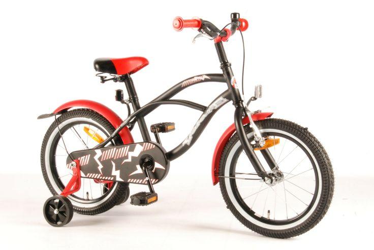 """16"""" VOLARE BLACK RED CRUISER Возраст: 1,5 - 3 Производители: Volare  Велосипед для маленьких суперменов - настоящий круизер в черно-красной гамме - стремительный и напористый."""