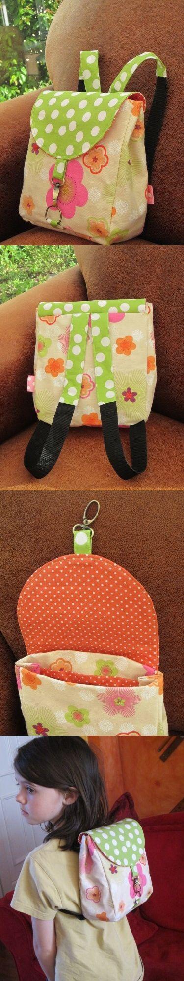 Petit sac à dos pour une poupée de 4 ans... (pattern by ithinksew.com)