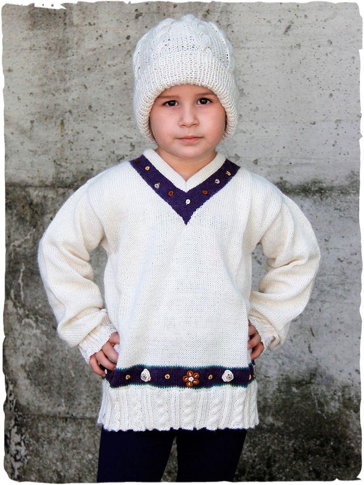pullover di lana Giada splendido #maglione in #lana per #bambina con scollo a V. Il #pullover in stile #etnico ha #fiori #ricamati in filo di #cotone mercerizzato - See more at: http://www.lamamita.it/store/abbigliamento-invernale/1/maglioni-bimbi/pullover-di-lana-giada#sthash.w6bw49Nn.dpuf