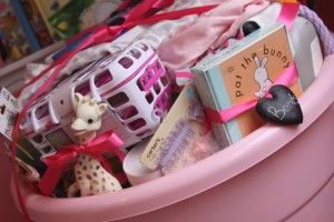"""Baby Gift Basket Idea - """"15 things new moms really need"""": Shower Ideas, Gift Baskets, Baby Gifts, Gift Ideas, Baby Shower Gifts, New Moms, Baby Showers, Baby Shower"""