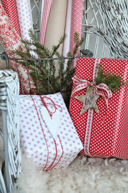 we love to use multiple patterns of gift wrapping - dots, stripes - all in the same color.  #christmas