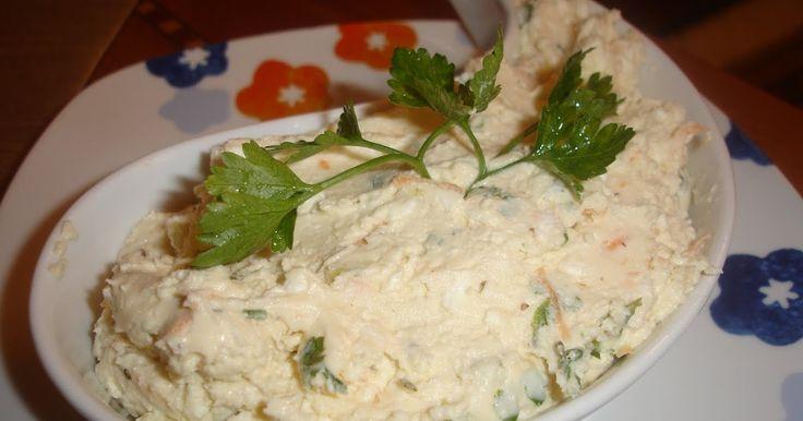 Υλικά  300 γρ. τυρί φέτα  100 γρ. ανθότυρο  1 καυτερή πιπεριά  1 καρότο τριμμένο  Ρίγανη  Μαιντανό  1 πιπεριά φλωρίνης κομμένη σε κύβους  Λ...