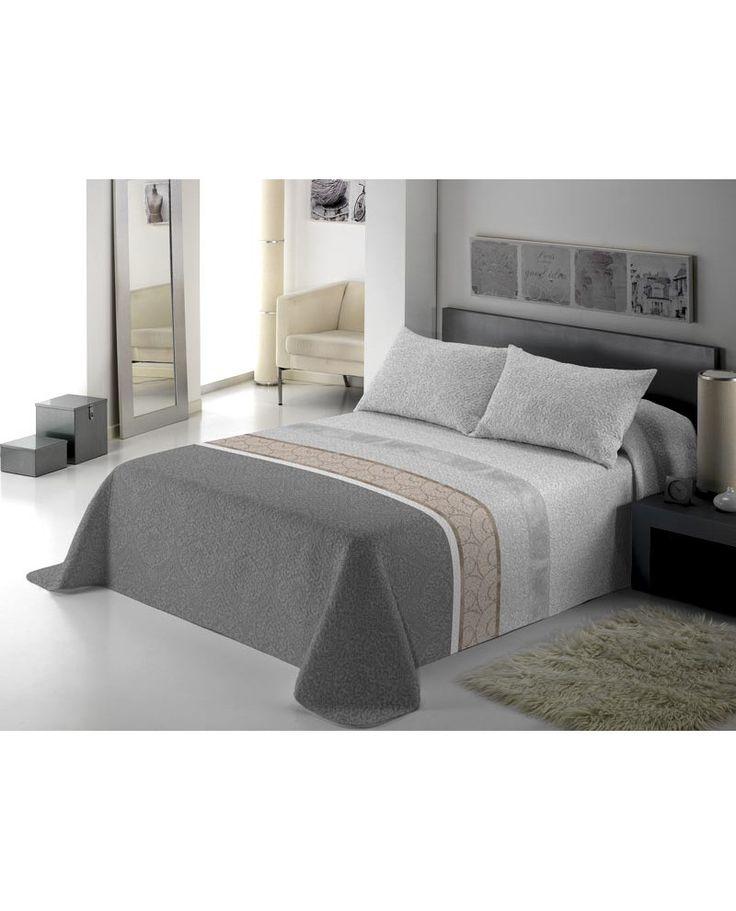 Presume de dormitorio con Monet. Colcha en tonos grises y marrones. Ligera, confortable e ideal para el entretiempo. Modelo disponible en dos colores distintos.