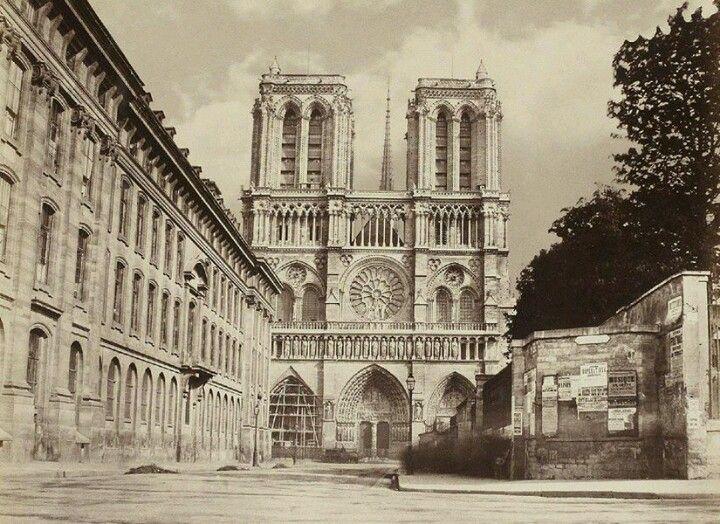1863, la place avant la démolition des bâtiments de l'Assistance Publique.