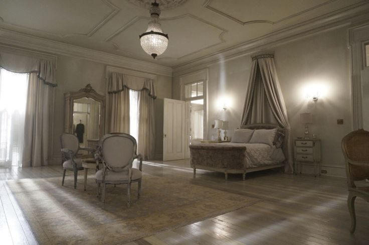 27 best film sets images on pinterest american horror for Ahs hotel decor