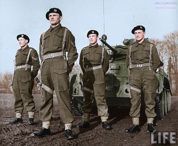 British tank crew in front of a Cruiser Mk IV.