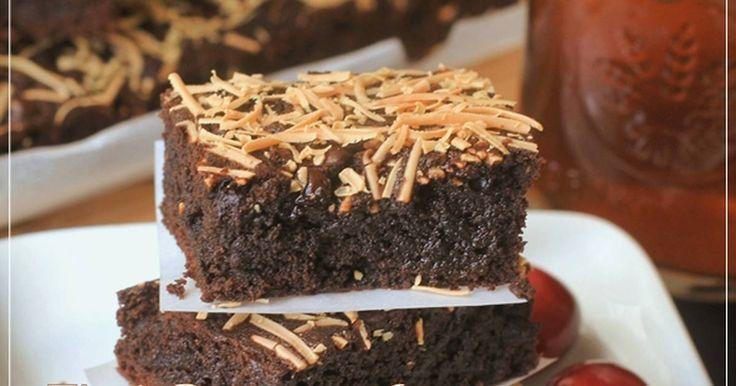 Resep Brownies Cokelat Moist Yummy no BP&Soda Kue favorit. BROWNIES COKELAT topping KEJU TANPA BP & Soda Kue Layak coba! Diriku termasuk brownieshater. Maybe tiap dapet kiriman brownies waktu duluuu itu kering&seret..akhirnya dalam pikiranku brownies itu memang ga yummy dan begitulah texturnya. Pernah nyoba bikin 1x,sekitar 6bulan lalu dan ini kali ke 2 aku bikin,yang ini lebihh enakk:) oh I love itttt Padet tapi lembutt,nyoklatttt..chewy..rich,match banget sama topping ke...