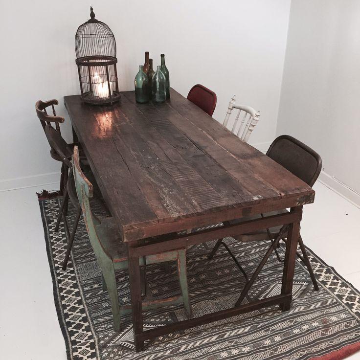 Matbord i industristil. Snyggt industribord, vintage. 2 meter långt