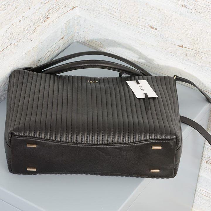 Borsa a spalla #DKNY #R461081807 Gansevoort  Pelle trapuntata Tracolla regolabile e removibile Chiusura magnetica Piedini in metallo Manici a mano in pelle con doppia catena in metallo