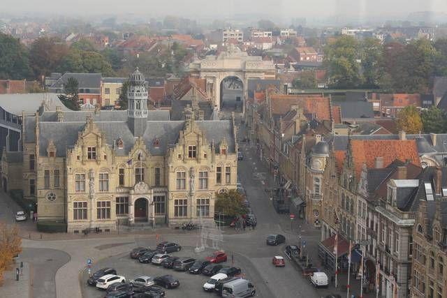 Uitzicht op het stadhuis vanuit het reuzenrad.-Eric Flamand