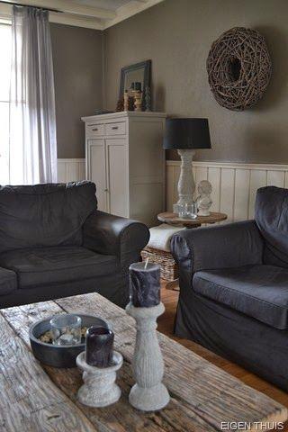 antraciet bank - houten vloer - grijstinten - offwhite