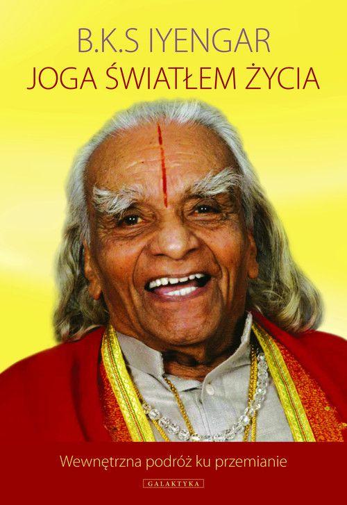 B.K.S. Iyengar – żywa legenda, jeden z największych mistrzów jogi, którego styl praktyki i nauczania, znany na świecie jako joga Iyengara, jest dominujący w Polsce. W swej ostatniej książce Guruji zaprasza wszystkich, zarówno nowicjuszy, jak i ludzi doświadczonych w praktyce, do podróży wewnętrznej, której celem jest osiągnięcie zdrowia i równowagi na poziomie fizycznym,...