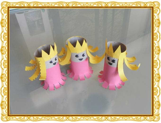 Eenvoudige knutsel; drie prinsesjes. Leuk voor Koningsdag, troonswisseling Amalia, Alexia en Ariane als poppetjes om mee te spelen..